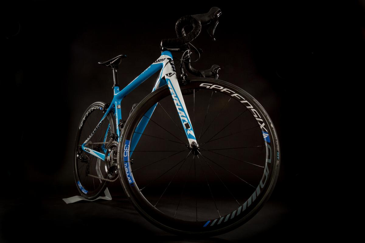 Equipa compete com pneus tubeless Schwalbe Pro One & Boiux Pro-One HT